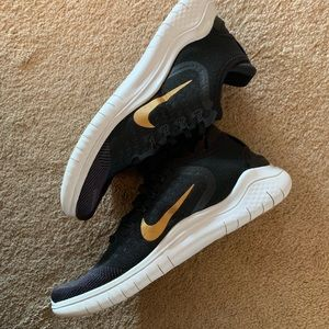 Women's Nike RN shoes size 9- like new!